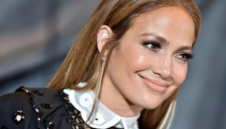 H Jennifer Lopez αρνείται πως έχει κάνει αισθητικές επεμβάσεις - Κεντρική Εικόνα