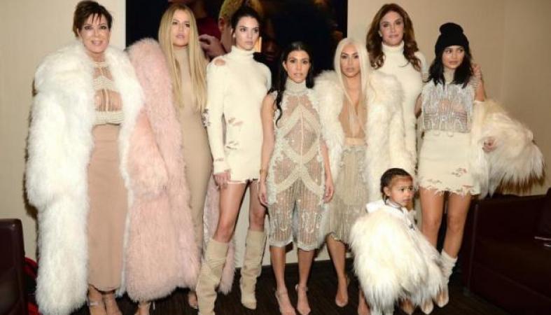 Πανικός στο κατάστημα ρούχων των Kardashian με ένοπλη γυναίκα (Vid) - Κεντρική Εικόνα