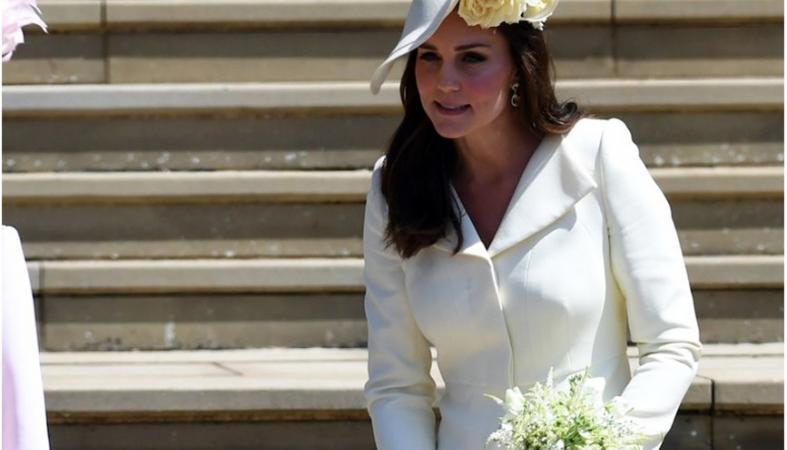"""Δύο """"λάθη"""" έκανε με αυτά που φόρεσε η Kate Middleton στον πριγκιπικό γάμο - Κεντρική Εικόνα"""