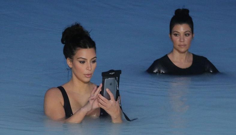 Οι πρώτες εικόνες της Kim Kardashian με μαγιό μετά την γέννα  - Κεντρική Εικόνα