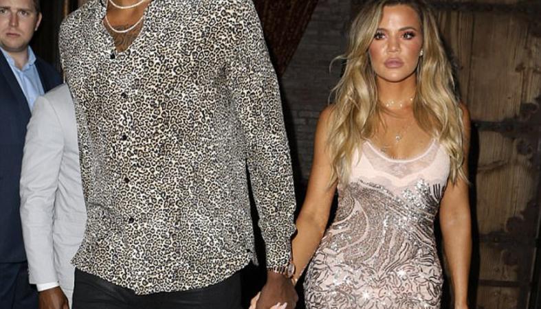Όλες οι Kardashians έκαναν μια έκπληξη στην Khloe [εικόνες & βίντεο] - Κεντρική Εικόνα