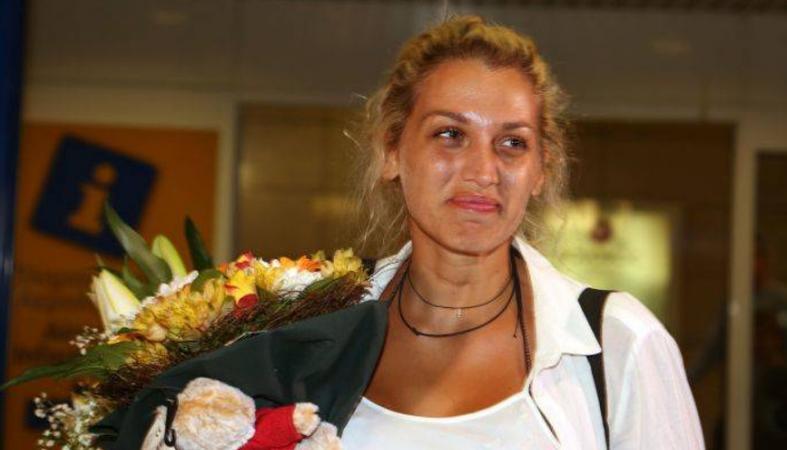Η Κωνσταντίνα Σπυροπούλου γύρισε στην Αθήνα [εικόνες] - Κεντρική Εικόνα