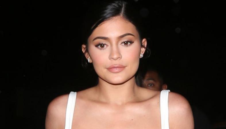 H Kylie Jenner φόρεσε μόνο ένα σουτιέν και ένα κολάν και βγήκε έξω [εικόνα] - Κεντρική Εικόνα