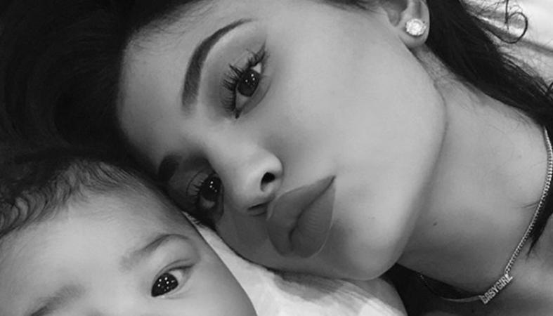 Η Kylie Jenner βγάζει διαρκώς selfies με την κορούλα της [εικόνες] - Κεντρική Εικόνα