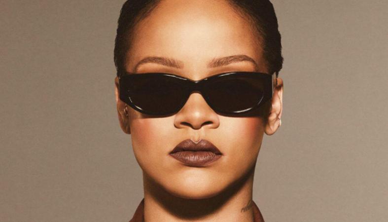 Η Rihanna κάνει ξανά μόδα τις 2 αποχρώσεις κραγιόν που μεσουρανούσαν στα 90s - Κεντρική Εικόνα