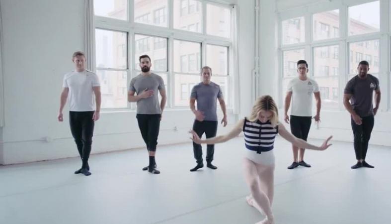 Αθλητές CrossFit πασχίζουν να μιμηθούν μια μπαλαρίνα [βίντεο] - Κεντρική Εικόνα
