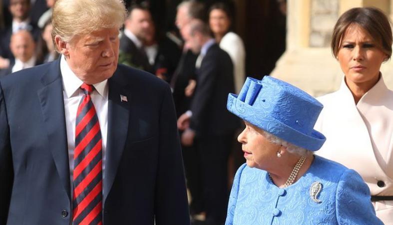 """Ίσως δεν ήταν """"τυχαίες"""" οι καρφίτσες που φόρεσε η βασίλισσα στην επίσκεψη Trump - Κεντρική Εικόνα"""