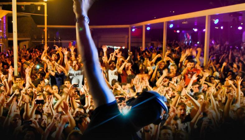 Μήπως είσαι μεγάλος για να κάνεις clubbing; Δες τι έδειξε σχετική έρευνα - Κεντρική Εικόνα