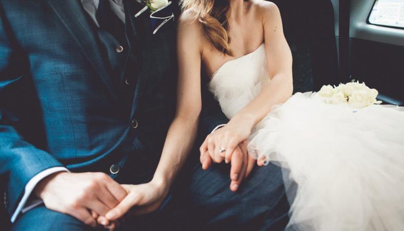 Tί είναι αυτό που κάνει ευτυχισμένο έναν παντρεμένο άνδρα; Η επιστήμη απαντά - Κεντρική Εικόνα