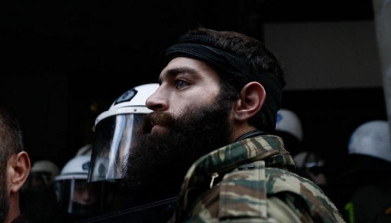 """Οι αγρότες επέστρεψαν στην Αθήνα και μαζί τους ο """"σέξι Κρητικός"""" [βίντεο] - Κεντρική Εικόνα"""