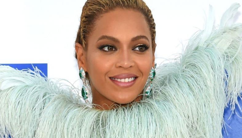 Η Beyonce έκανε... βασιλική και ultra sexy εμφάνιση στα VMAs [εικόνες] - Κεντρική Εικόνα
