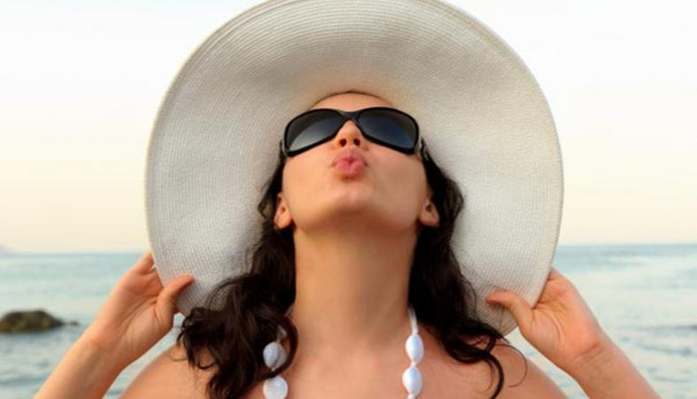Το ρόφημα που θα σας βοηθήσει να είστε λαμπερές όταν πάτε διακοπές - Κεντρική Εικόνα