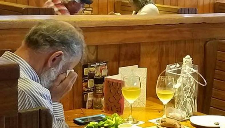 Αυτή η φωτογραφία έκανε πολλούς χρήστες του Facebook να δακρύσουν - Κεντρική Εικόνα