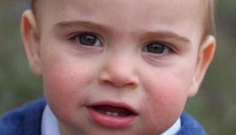Νέες φωτογραφίες του μικρού πρίγκιπα Louis κάνουν το γύρο του κόσμου - Κεντρική Εικόνα