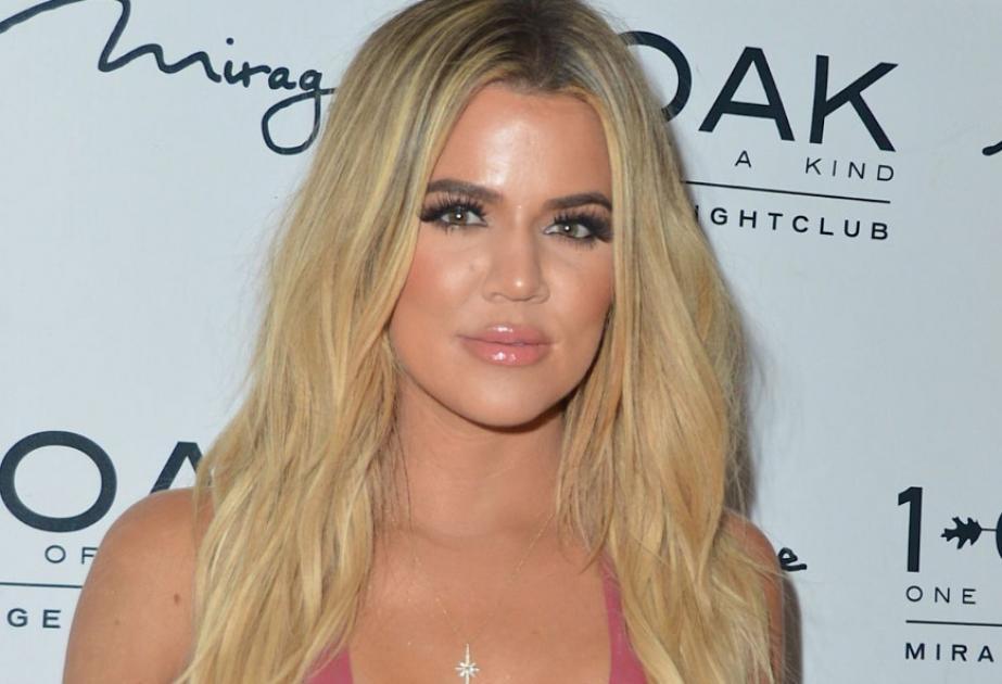 H Khloe μιμείται την Kim Kardashian και στα σέξι λάτεξ φορέματα [εικόνες]  S...