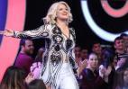 Η τραγουδίστρια Χαρά Βέρρα θα παντρευτεί τον... κουμπάρο της [βίντεο] - Κεντρική Εικόνα