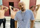 Ο Σκουλός κάνει φωτογράφηση δίπλα σε άστεγο και προκαλεί θύελλα αντιδράσεων - Κεντρική Εικόνα