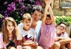 Ο Σάκης Ρουβάς ενθουσιάστηκε με το ντουέτο που έκαναν τα παιδιά του [βίντεο] - Κεντρική Εικόνα
