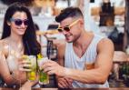 Πίνεις ποτά και μετά πεινάς; Μάθε γιατί συμβαίνει αυτό και τι πρέπει να κάνεις - Κεντρική Εικόνα